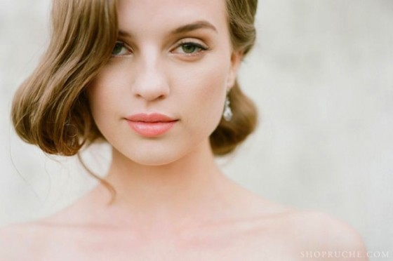 bridal-beauty-inspiration-natural-makeup-vintage-hairstyle__full