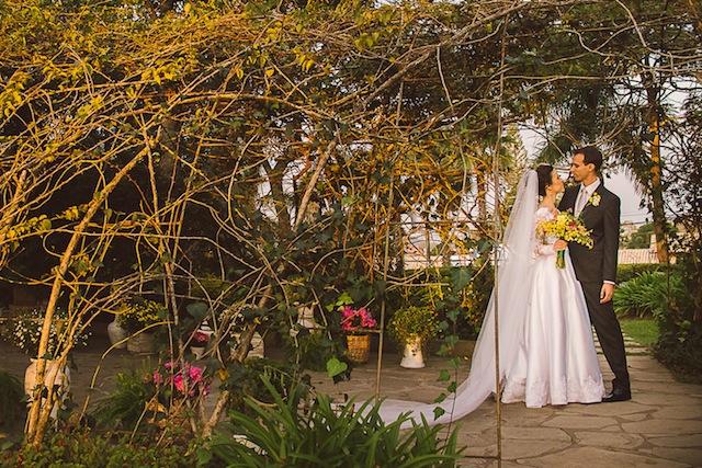 Casamento em Aldeia da Serra, fotografado por fotojornalistas, com recepção no Espaço Cacao