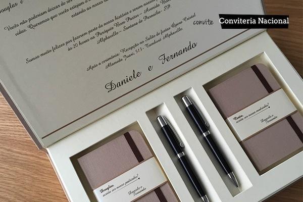 f6486d0fd Caixa espelho com frase personalizada em impressão de serigrafia dourado da  Papel e Estilo. 8. Mini caixinha kraft 10x10x10cm
